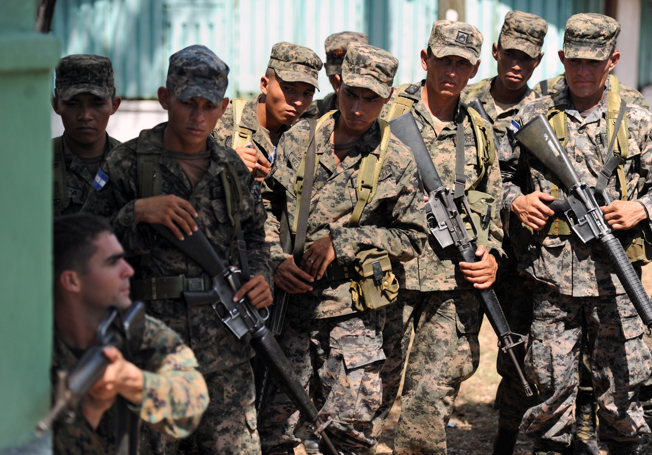 Honduran soldiers train with US Marines. US Navy photo by Mass Communication Specialist 2nd Class Ricardo J. Reyes.