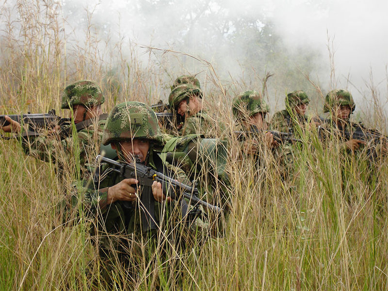 Colombian Army troops on maneuvers. Photo by Wikimedia user Agostinhox.
