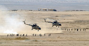 800px-Egyptian_Mi-8_Hip_helicopters_after_unloading_troops